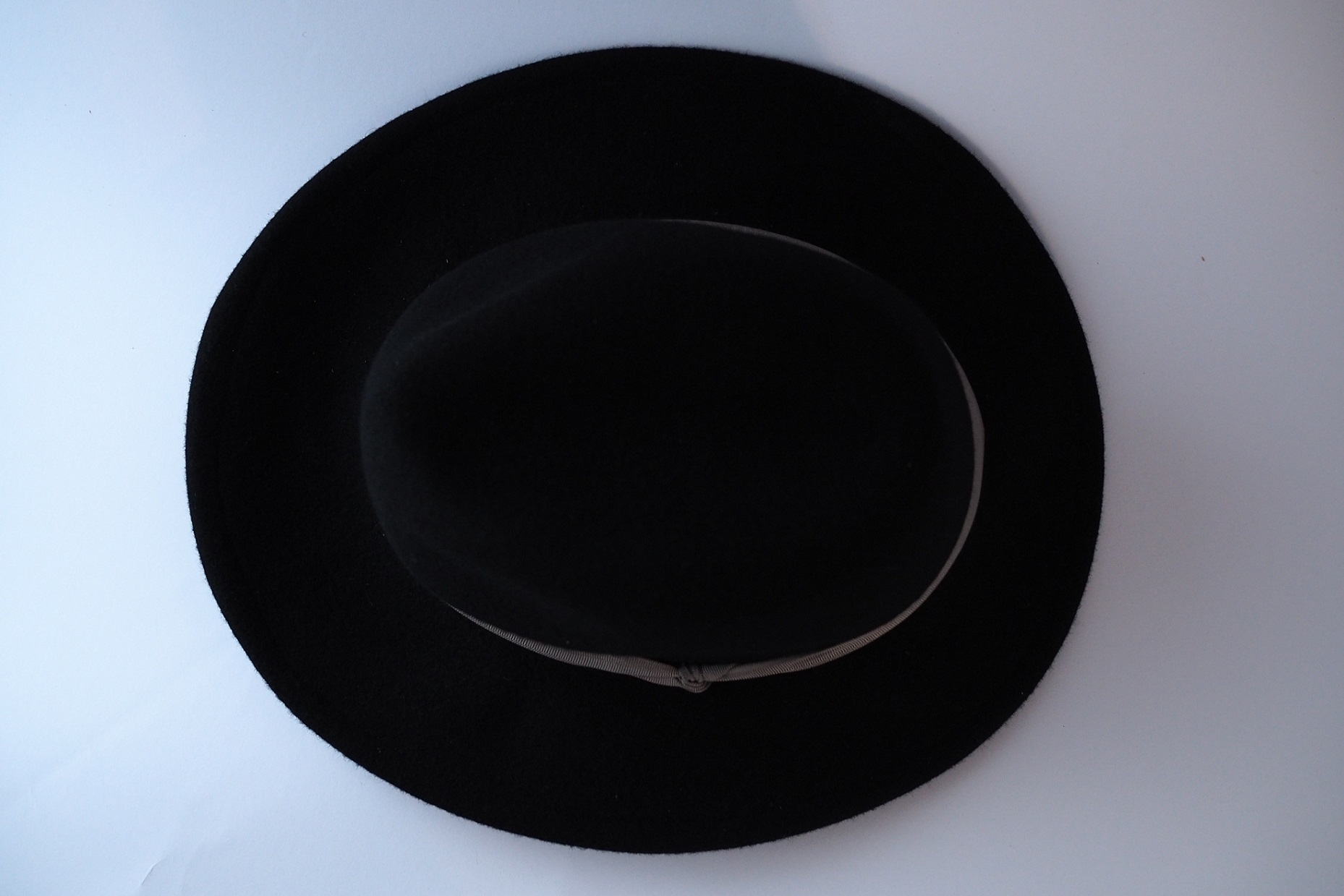 Black hat with light grey ribbon